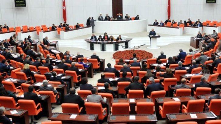 AK Parti seçilme yaşını 18'e indiren anayasa değişikliği teklifini sundu