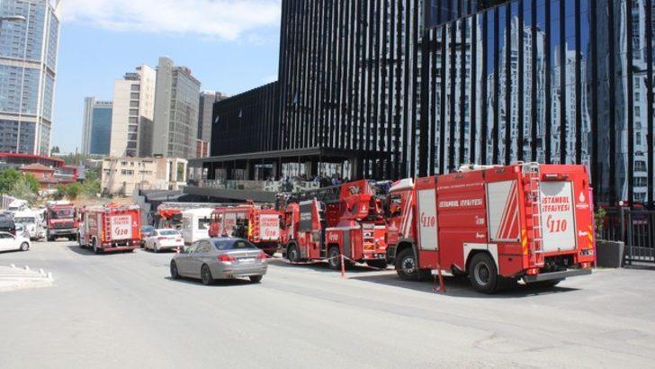Maslak'taki plazada korkutan yangın