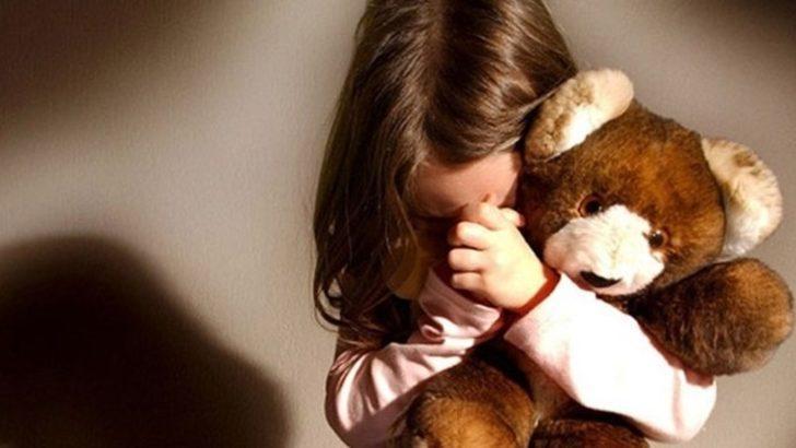 8 yaşındaki kızın yanağını sıktı, 'cinsel taciz'den tutuklandı