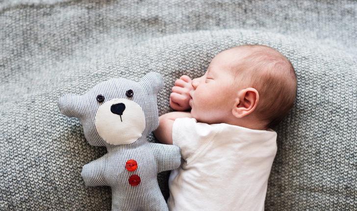 Yenidoğan bebeğin uykusu nasıl olmalı?