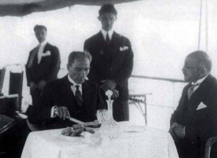 Atatürk'ün anısına saygılarımızla: Mustafa Kemal Atatürk'ün Sofrası