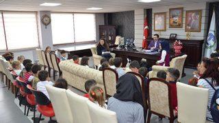 Başkan Bakıcı'ya öğrencilerden 29 Ekim ziyaretleri
