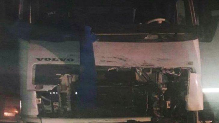 Mardin'de askeri araç TIR ile kafa kafaya çarpıştı! Yaralılar var