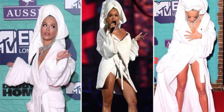 Rita Ora, ödül törenine bornozla katıldı
