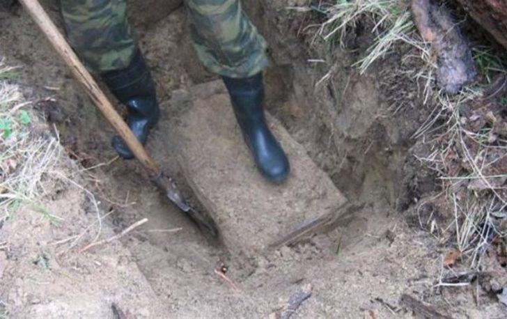 Он рыл яму для туалета, а нашел сундук с настоящими сокровищ.