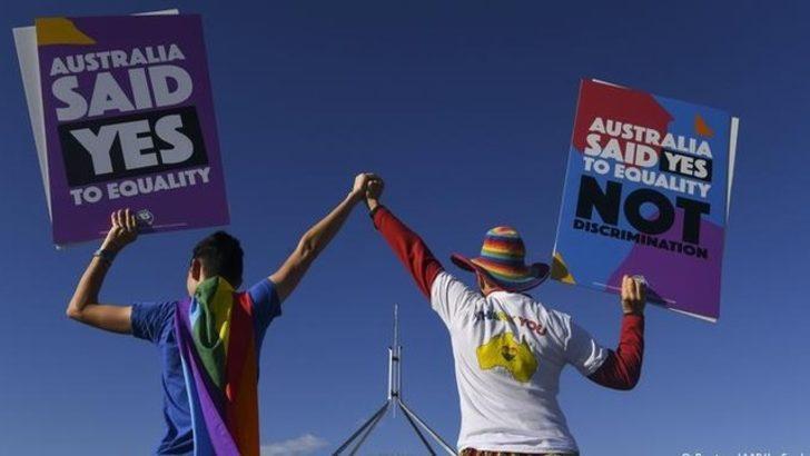 Eşcinsel evlilik o ülkede de yasalaştı!
