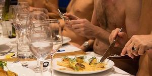 Sıra dışı bir servis: Çıplaklar restoranına hoş geldiniz!