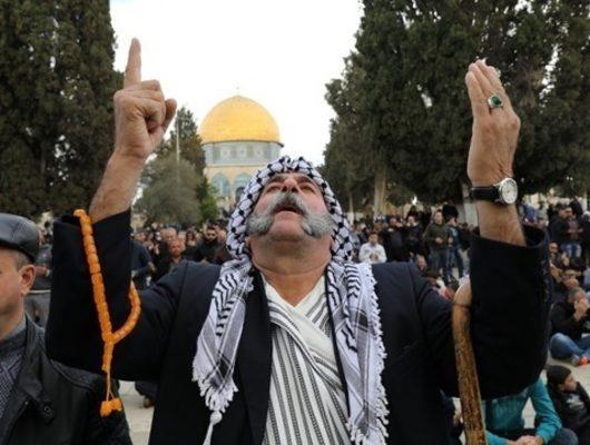 İsrail askerleri Filistinli göstericiyi canlı yayında vurdu
