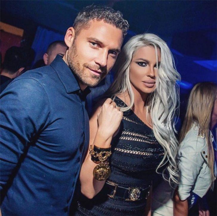 Beşiktaşlı futbolcu Dusko Tosic'in eşi Sırp şarkıcı Jelana Karleusa,geçen gün Levent'te bulunan bir AVM'de objektiflere yansıdı.