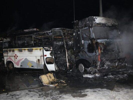 Adana'da feci kaza! TIR ile işçi servisi çarpıştı