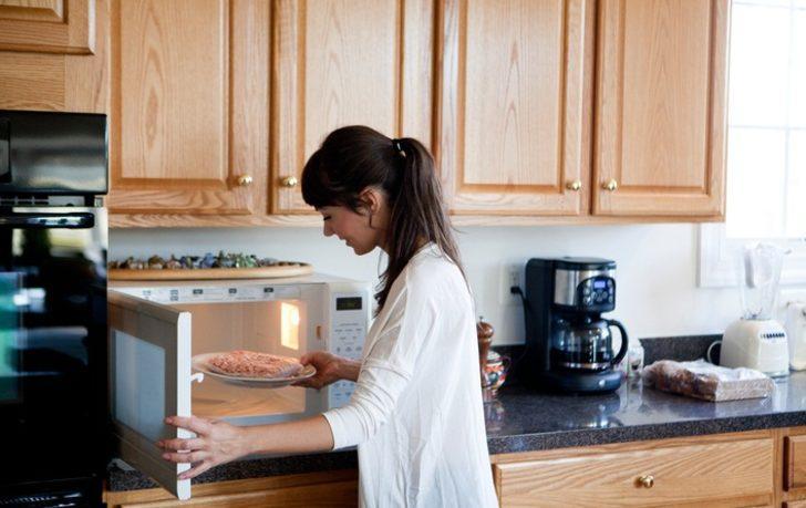 Mikrodalga fırında yeniden ısıtmamanız gereken 8 yiyecek