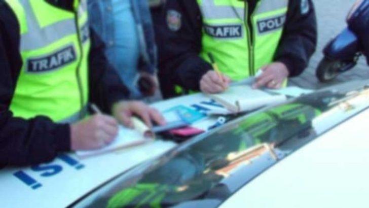 Polis aracının torpidosuna bıraktı! 'İdare edin İstanbul'a gideceğim'