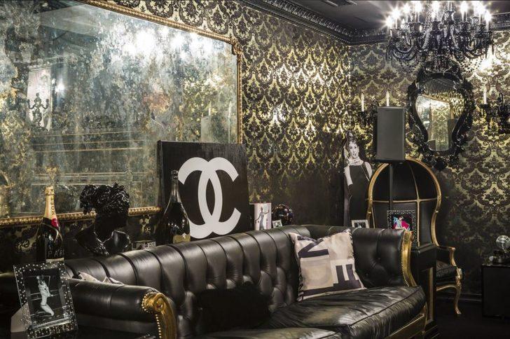 Birçok lüks gece kulübüne bile taş çıkartacak dekor kullanan Paris Hilton'un bu odada fazlasıyla kendi fotoğraflarını kullanması için gözlerden kaçmadı.