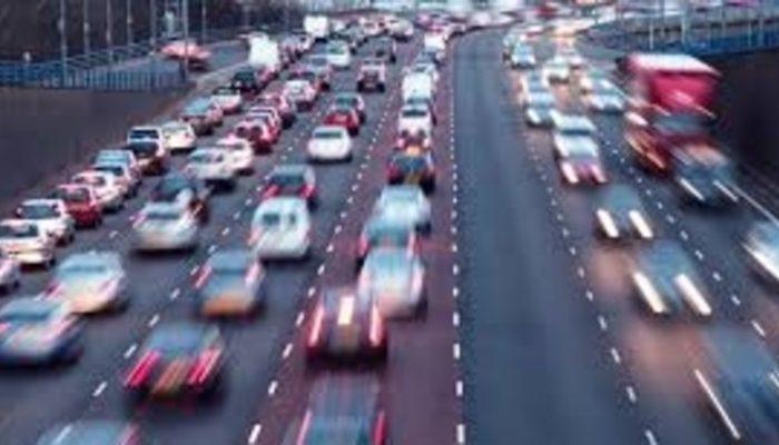 İstanbul'da yollar trafiğe kapatılmaya başlandı