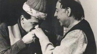 Münir Özkul kavuğunu Ferhan Şensoy'a devretmişti