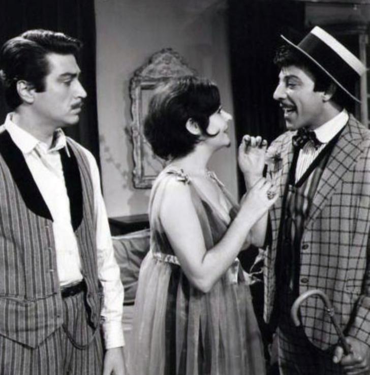 """1953 yılında, Muhsin Ertuğrul'un yönettiği """"Halıcı Kız"""" filminde yer aldıktan sonra kariyerinin önü iyice açıldı."""