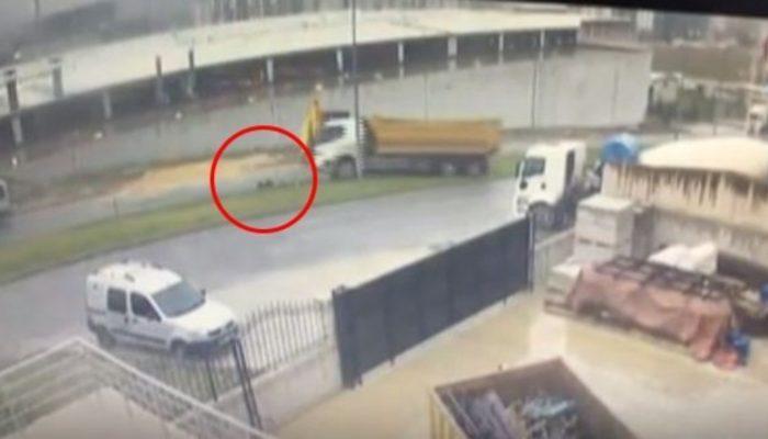 Kendi kamyonunun altında kaldı, o anlar güvenlik kamerasına yansıdı