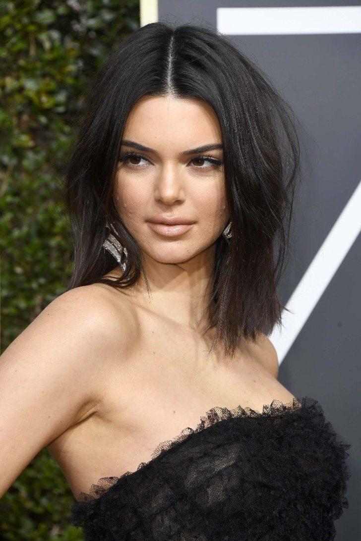 Golden Globe 2018'de (Altın Küre Ödül Töreninde) sivilceleriyle alay konusu olan Kendall Jenner, eleştirilere sosyal medya hesabından cevap verdi!