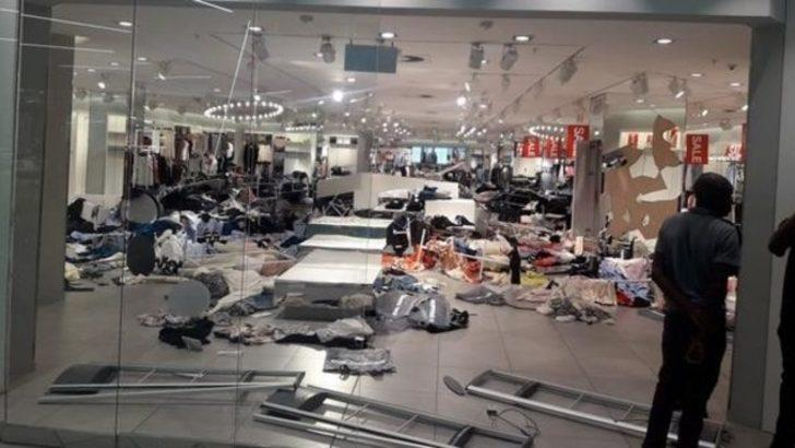 Reklam afişi tepki çekmişti! H&M mağazasına saldırdılar
