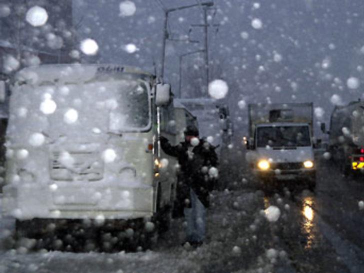 Kar İstanbul'da etkili olmaya başladı
