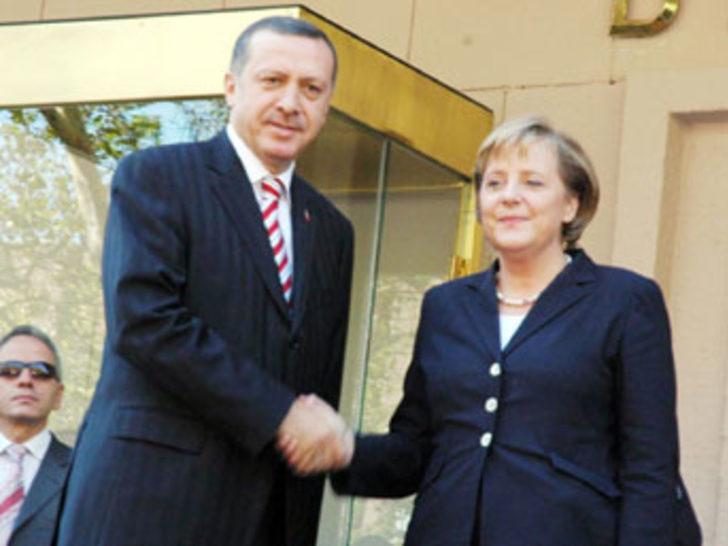 Merkel Başbakanlık'ta