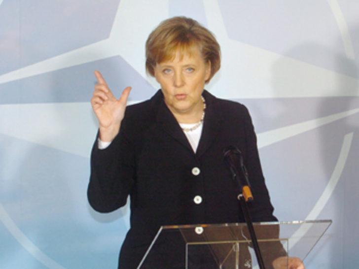 Almanya Başbakanı Merkel Soykırım Anıtı'nda
