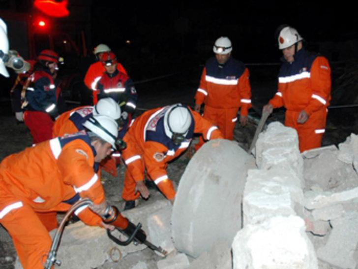 Afyonkarahisar'da nefes kesen deprem tatbikatı