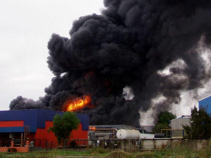 İzmir'de fabrika yangını büyüyor