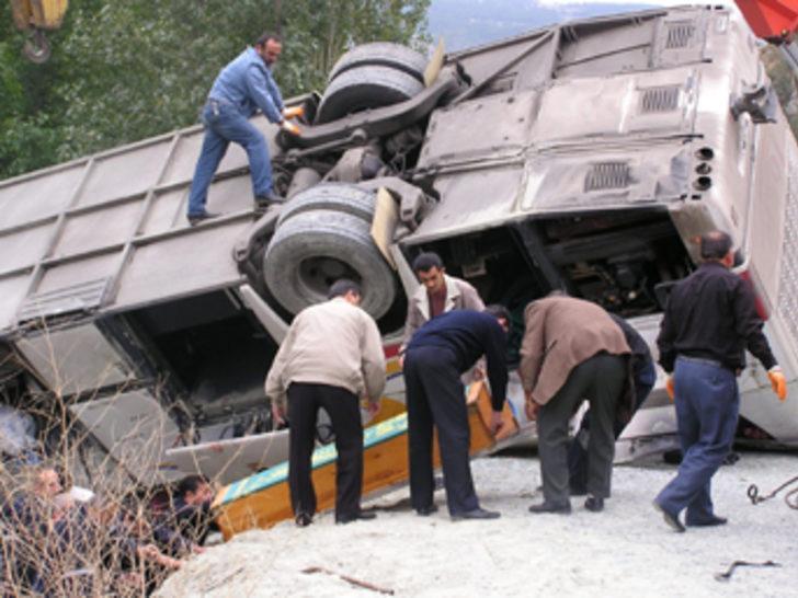 Amasya'da otobüs kazası: 3 ölü