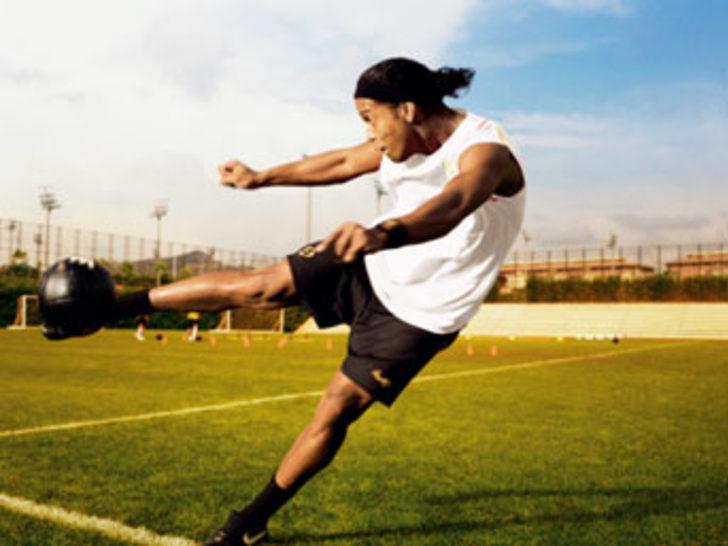 FIFA'nın Yılın Futbolcusu ödülünde favori isim Ronaldinho