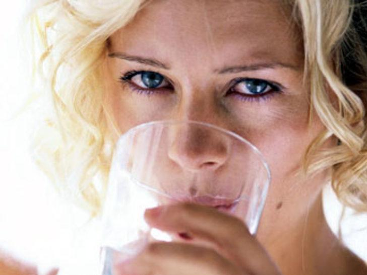 Az su içmek vücutta yağ depolanmasına yol açıyor