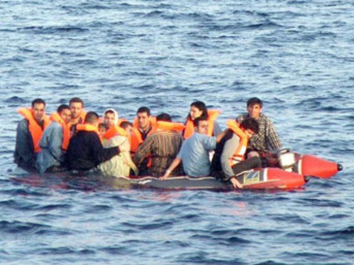 Yasadışı sınır geçmek isteyen 327 kişi yakalndı