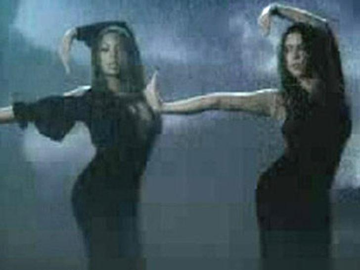 Beyonce ve Shakira'dan seksi düet!