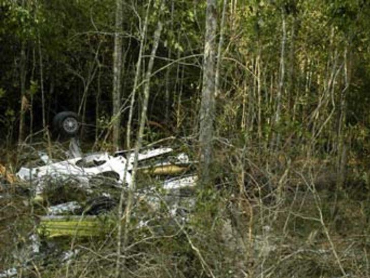 Endonezya'da küçük uçak düştü: 12 ölü