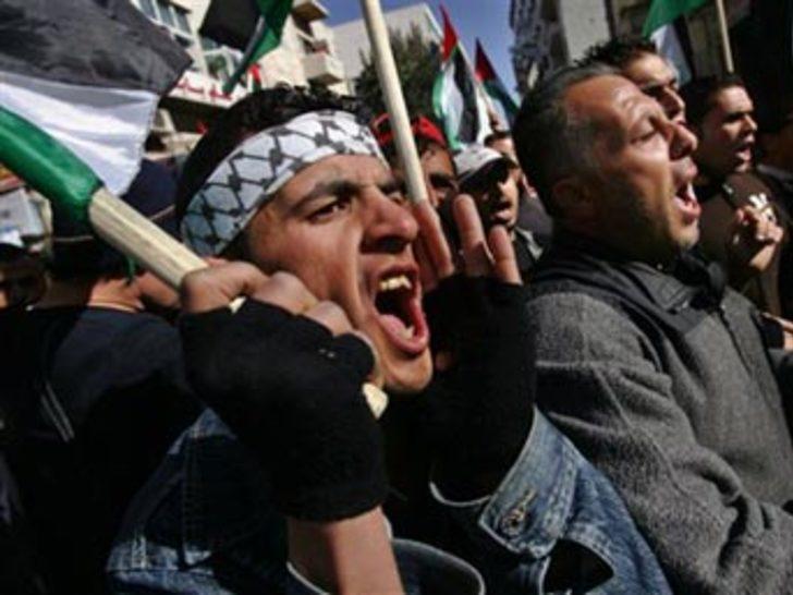 Seçim çağrısının ardından Filistin karıştı