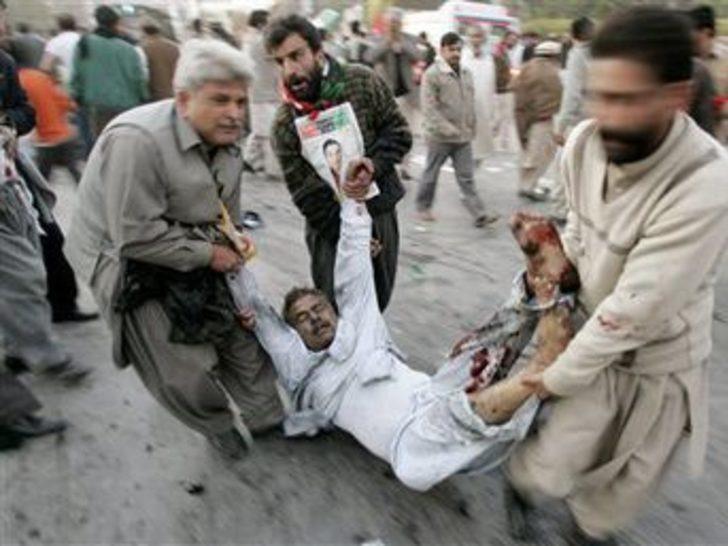 Pakistan'dan dehşet görüntüler