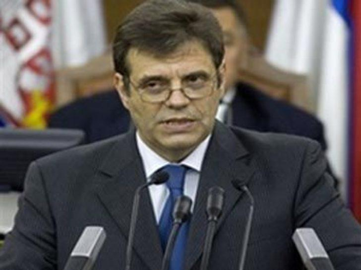 Sırbistan Başbakanı Koştunitsa istifa etti