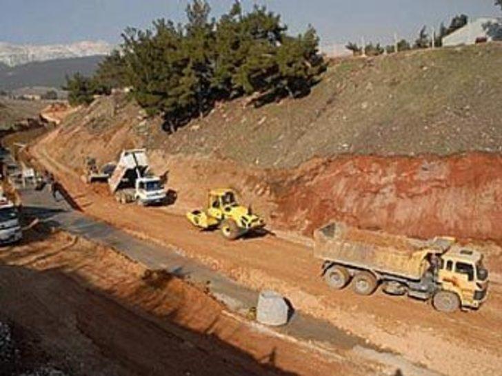 Kavşak inşaatı kazısında el bombaları bulundu