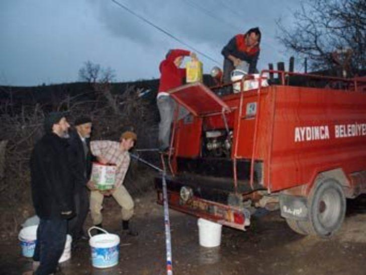 Suyu biten itfaiye aracına köylülerden ilginç çözüm
