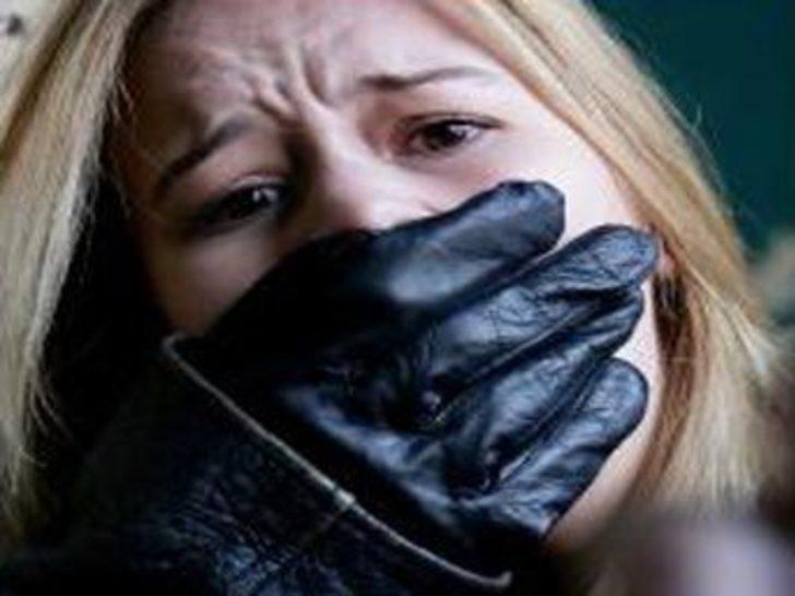 Komşusunun eşine şantajla tecavüz etti