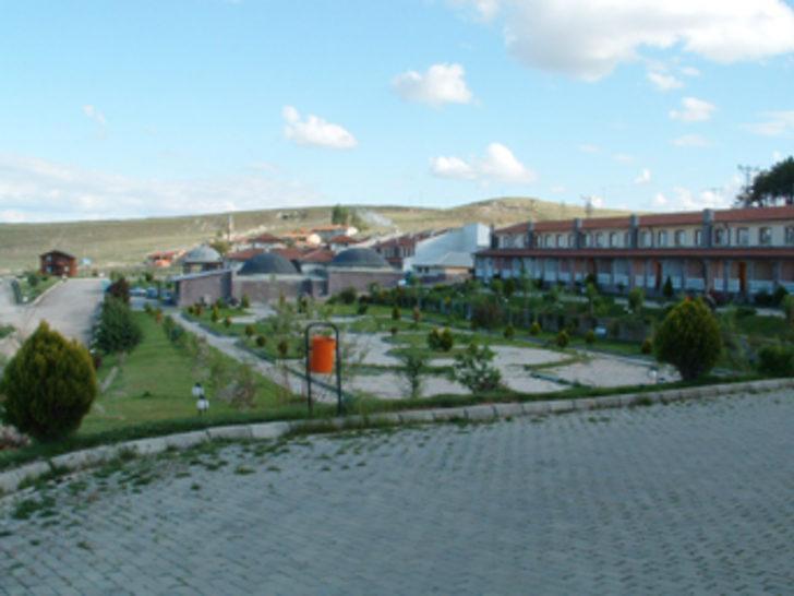 Otel inşaatından kaplıca suyu çıktı