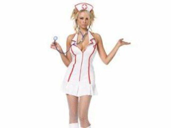 Mini etek giymeyen hemşirelere para cezası