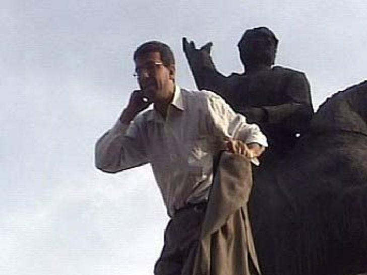 Atatürk anıtına çıkarak intihar etmek istedi