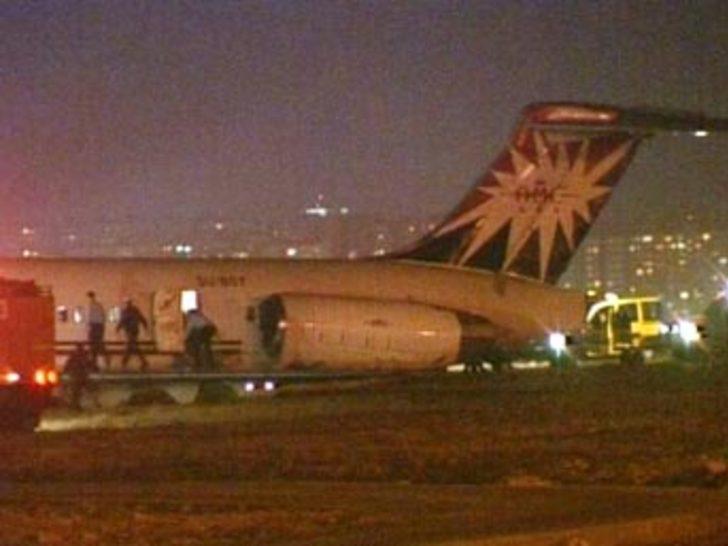 "Alkollü yolcu ""teröristim"" dedi, uçak acil iniş yaptı"