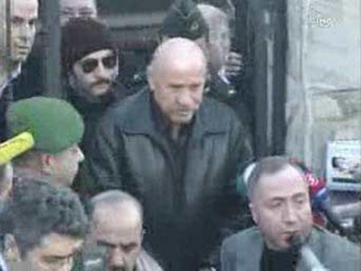 Gözaltına alınan Özbek'in sakin olduğu gözlendi