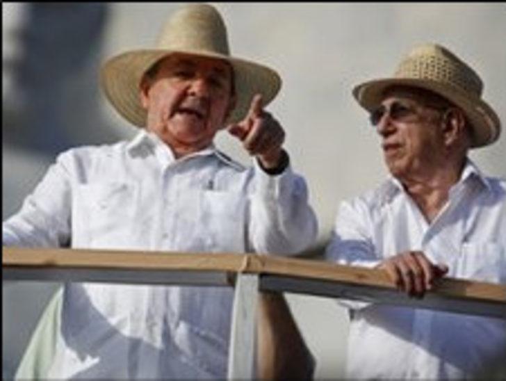 Küba'nın resmi giysisi Guayabera
