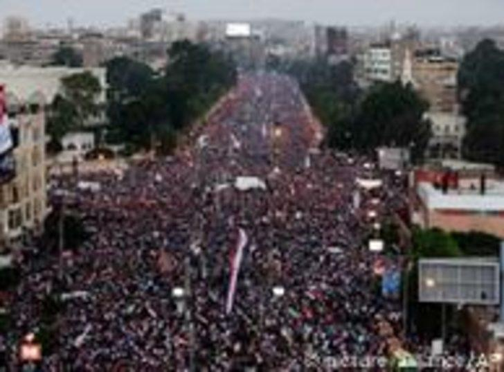 Mısır'daki protestolarda yine kan aktı