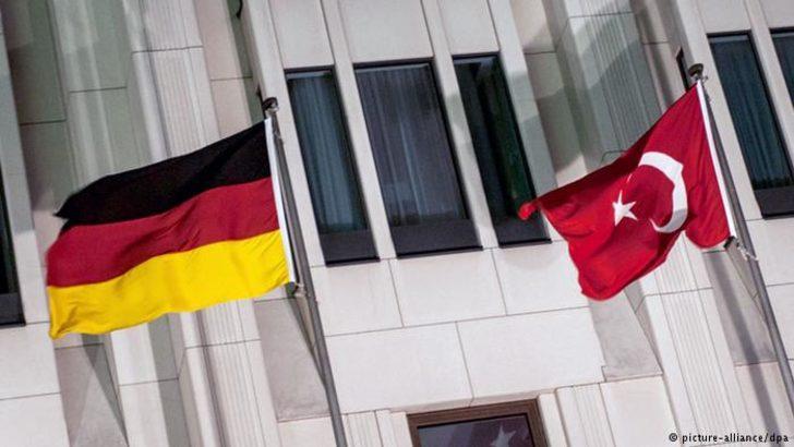 Der Spiegel: Almanya dört eski Türk subaya iltica hakkı tanıdı