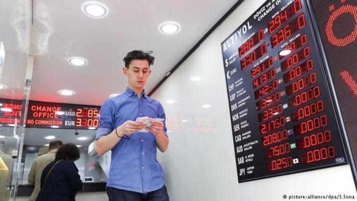 Ekonomistlerden TL'deki düşüşe sosyal medyada tepki