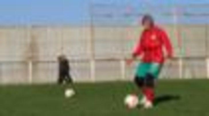 Ailesi izin vermese de pes etmedi, 48 yaşında futbolcu oldu